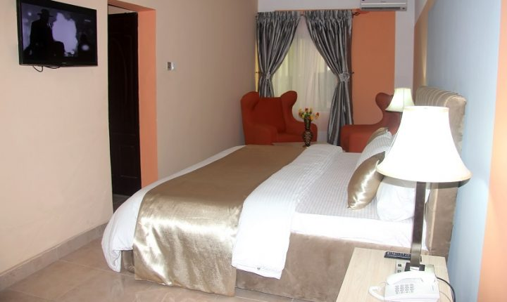 Le Harve Hotel- JUNIOR SUIT - ONE KING BED 2 (3)